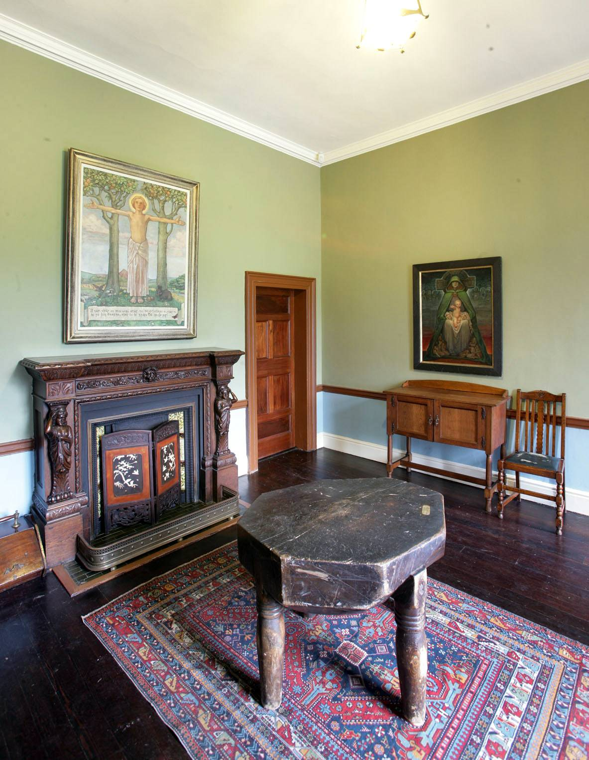 The entrance hall. ©National Monuments Service Dept of Arts, Heritage and the Gaeltacht.