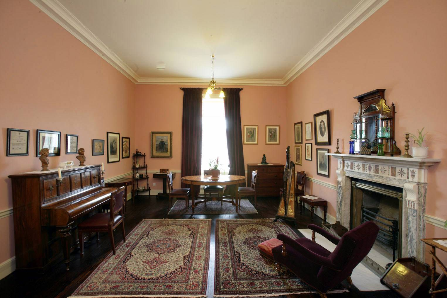 The Sitting Room. ©National Monuments Service Dept of Arts, Heritage and the Gaeltacht.